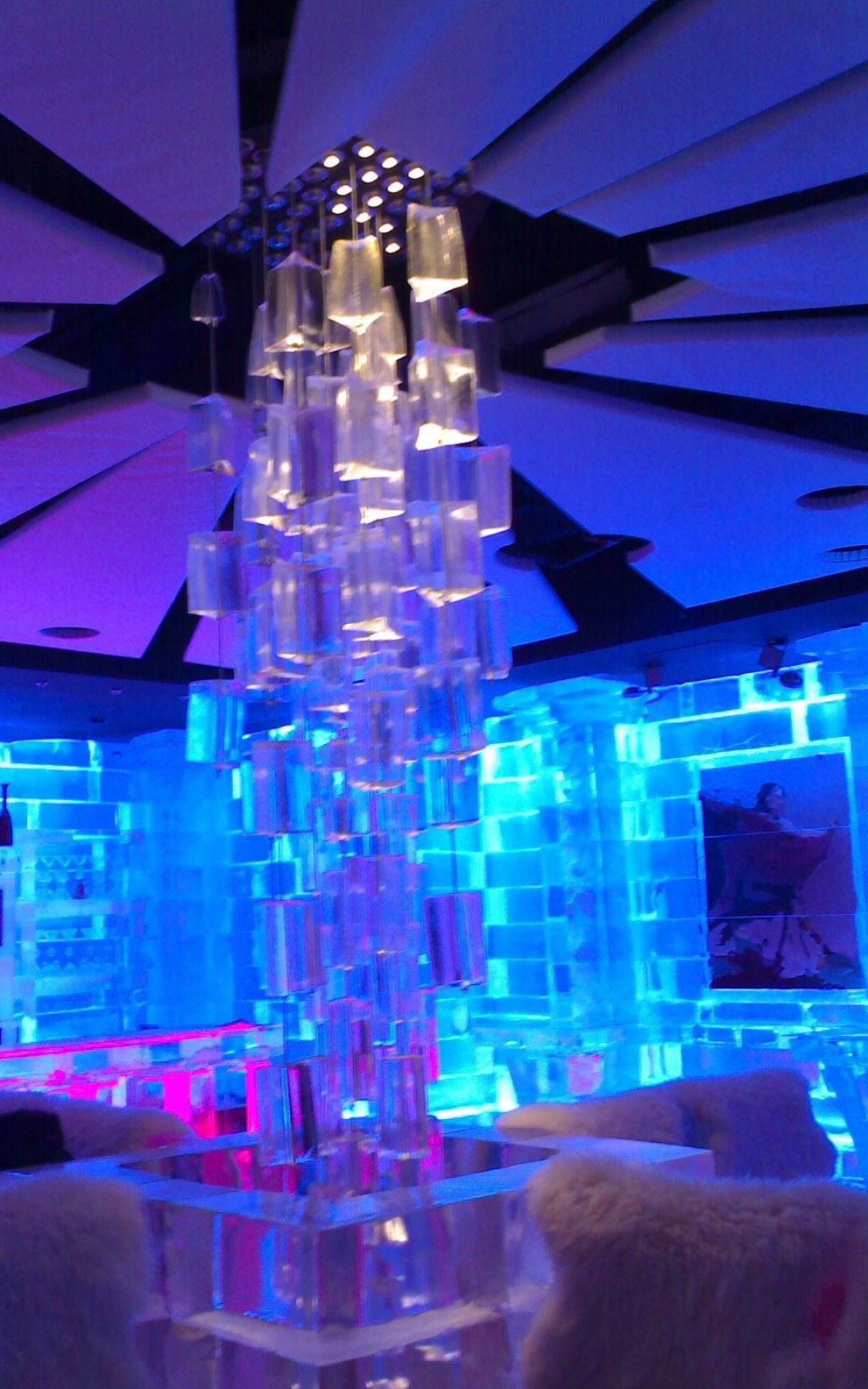 [Imagen: chill-out-bar-decoration-with-ice-32.jpg]