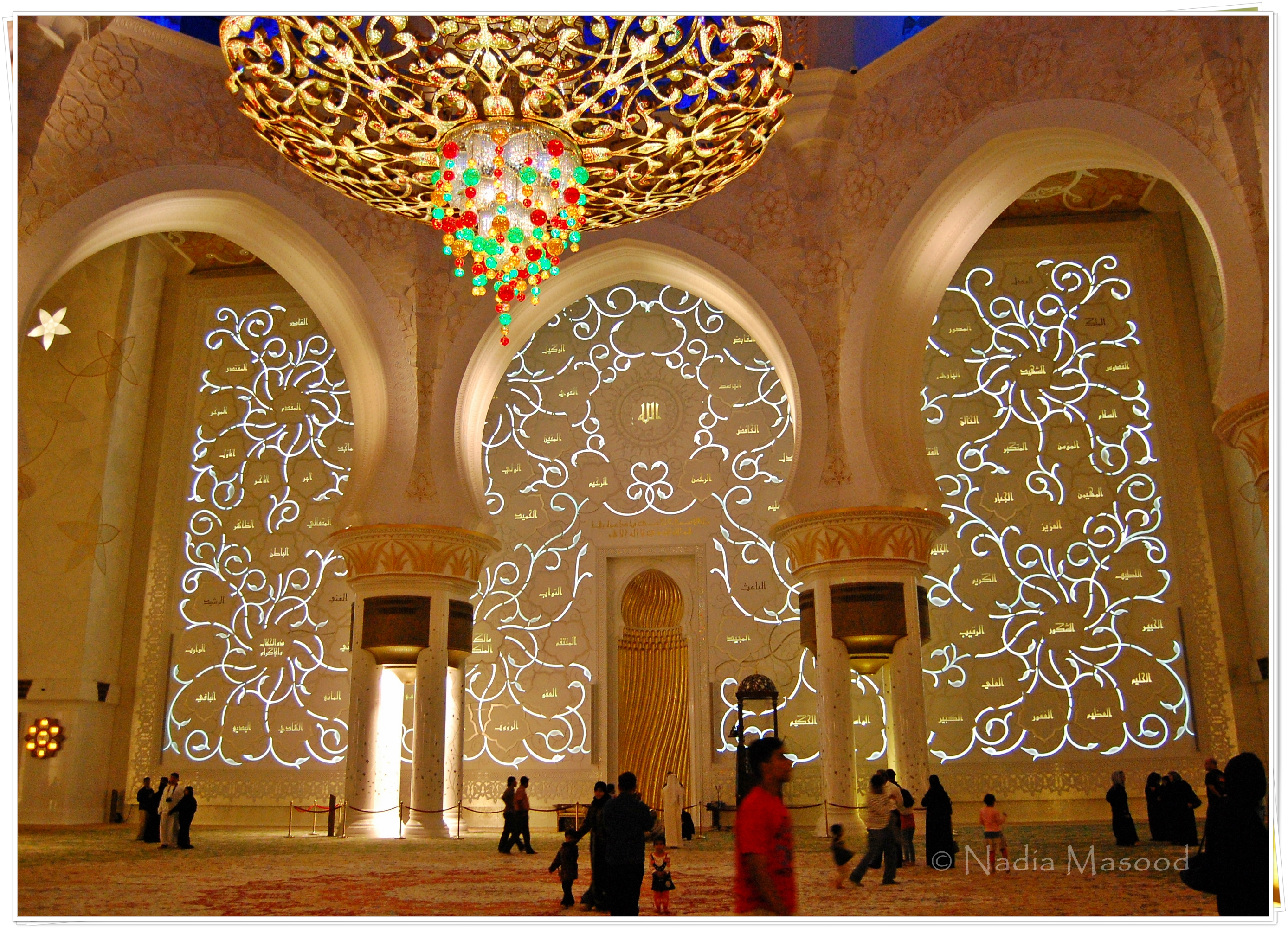 Visiting Abu Dhabi Don T Miss The World S 8th Largest Mosque The Purple Journal
